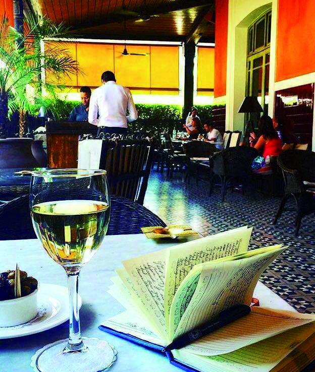 Terrasse et pergola du Grand Café de la Poste : Quand convivialité et bon ton se rejoignent
