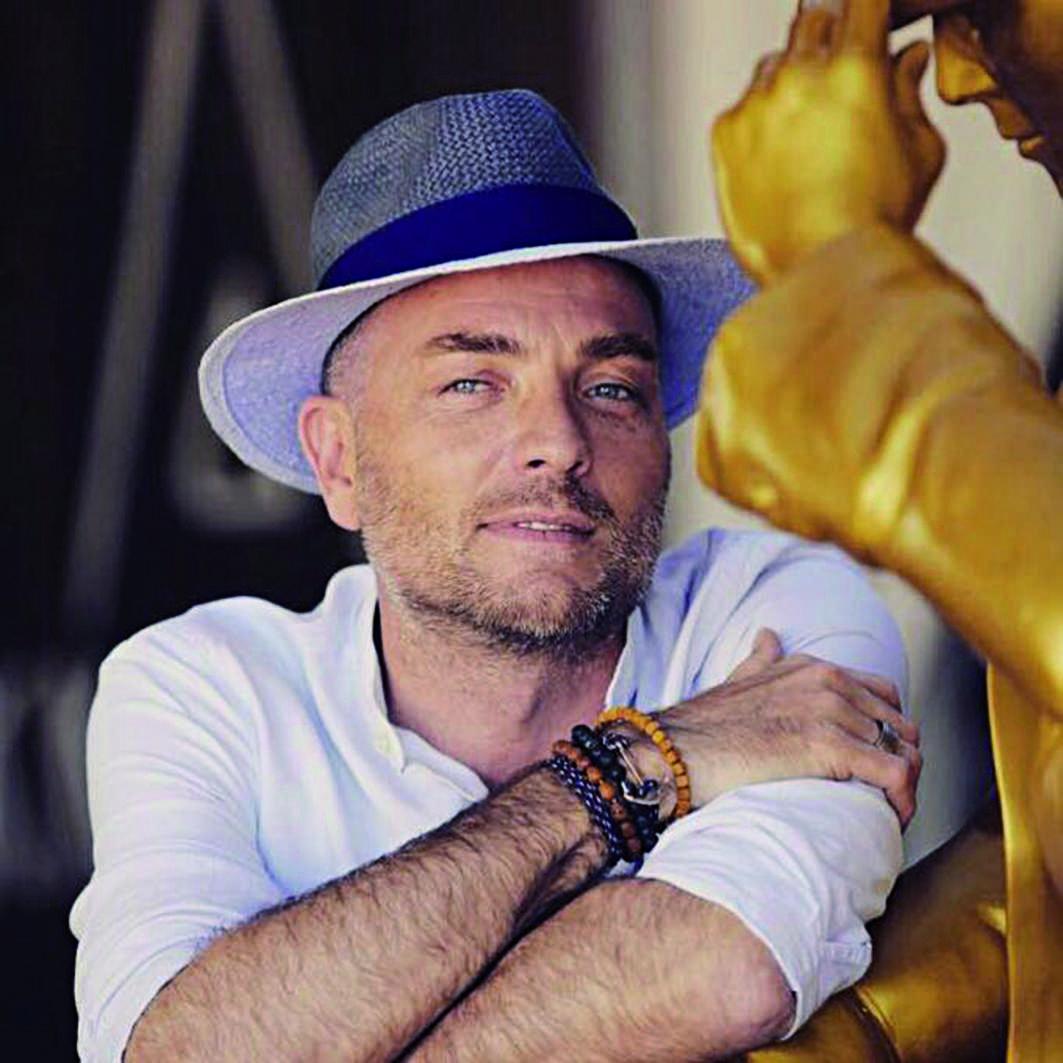 Nikki Beach: Ludo, l'homme aux multiples chapeaux